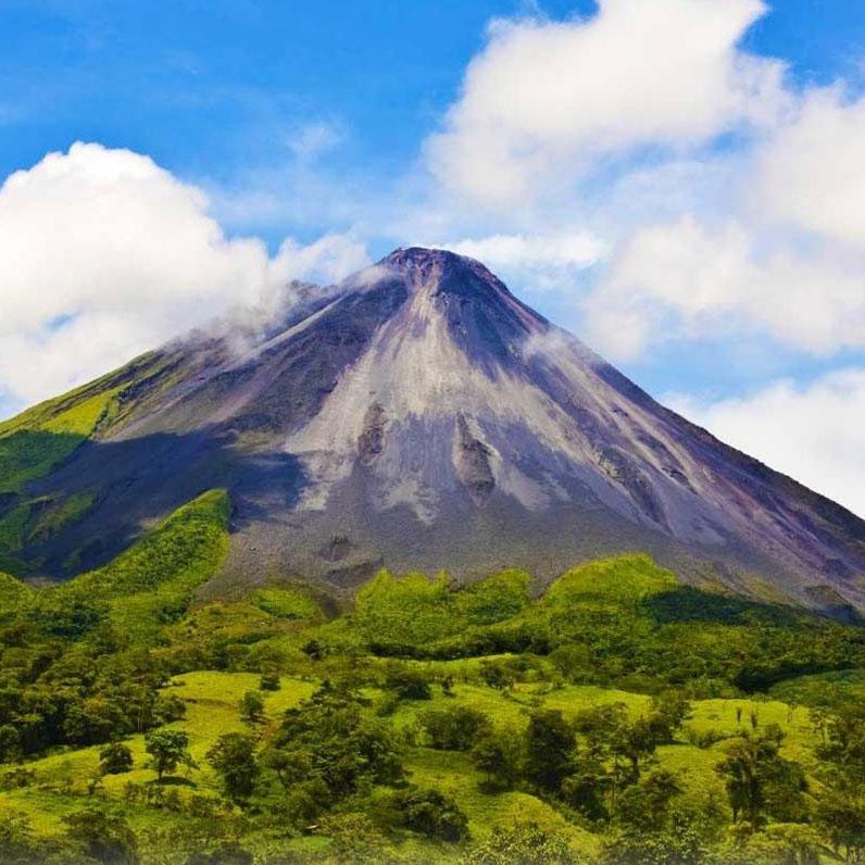 Aventura volcán Arenal y aguas termales en Costa Rica